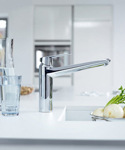 Additional image of Grohe Eurodisc Low Spout Cosmopolitan Sink Mixer Tap Chrome