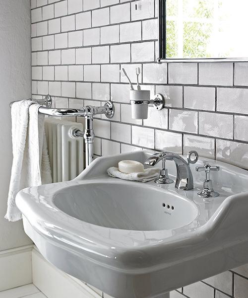 Alternate image of Heritage Victoria Traditional Bathroom Suite - 1